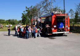 Djeca s vatrogascima