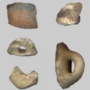 Ulomci ručki i trbuha prapovijesnih posuda, srednnje brončano doba (1900 - 1300 g.pr.Kr.)